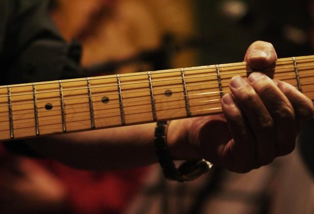 ギターを大人が習うなら?社会人におすすめの音楽教室ランキング!